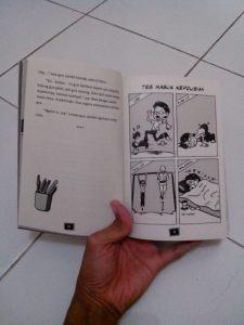 Di beberapa halaman ada komiknya juga :)