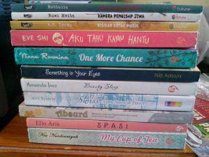 Tumpukan buku yang belum saya baca.